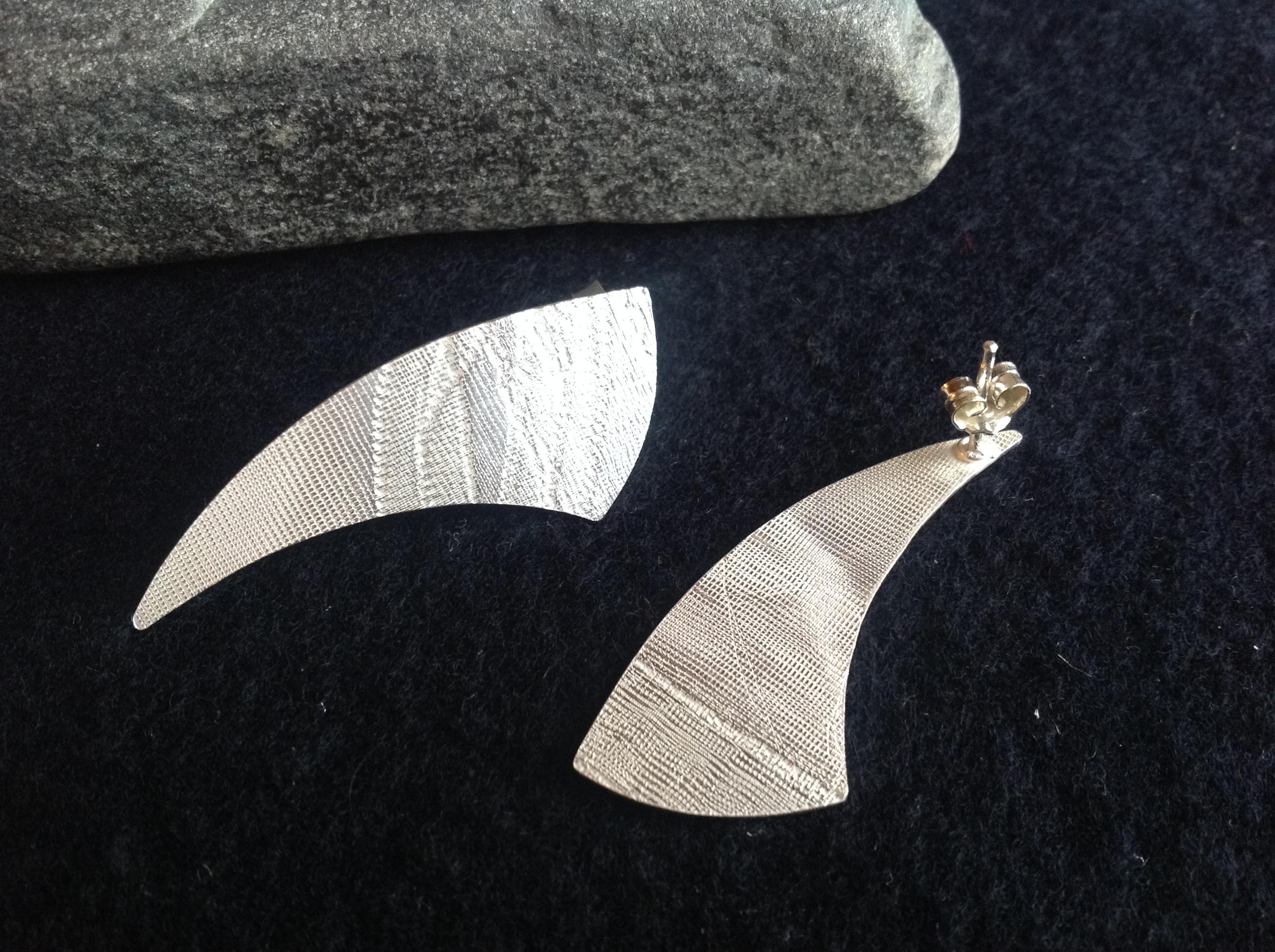 ac3dd5418359 Aretes de plata cortos en Gota texturados – Diana Margarita